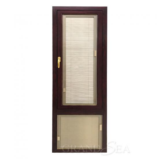 casement window with blinds